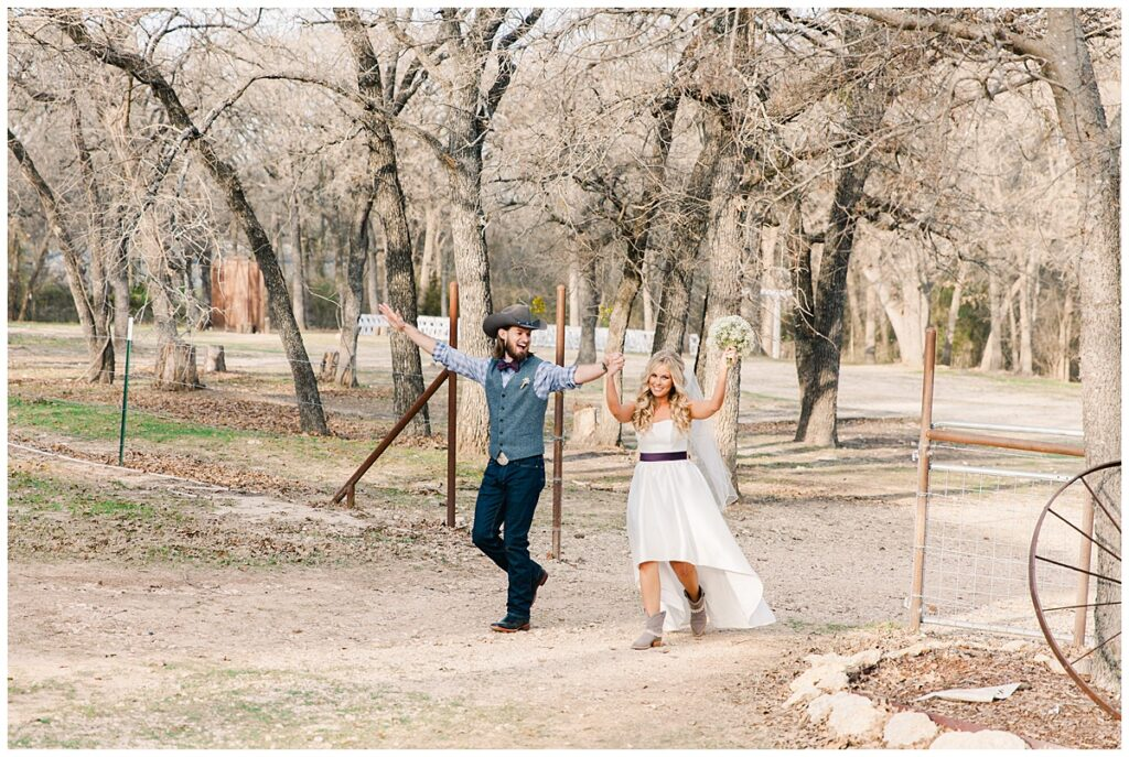 Texas styled bride and groom grand entrance for outdoor Texas styled wedding at Fort Worth Country Memorial Wedding Venue photographed by Dallas wedding photographer Jenny Bui of Picture Bouquet Studio.