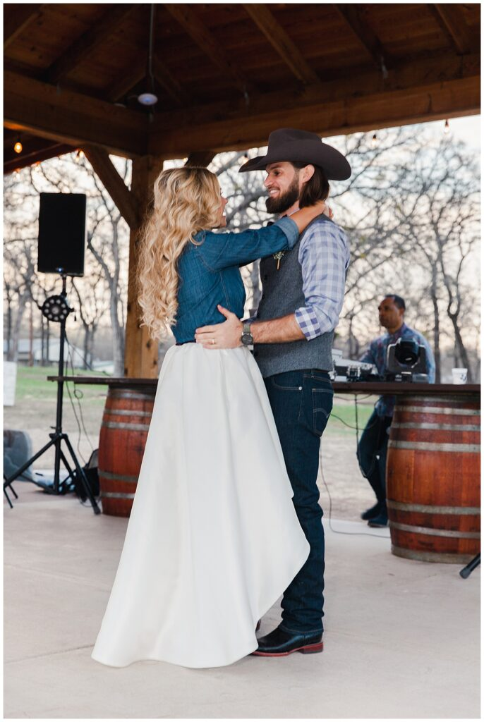 Texas styled bride and groom first dance for outdoor Texas styled wedding at Fort Worth Country Memorial Wedding Venue photographed by Dallas wedding photographer Jenny Bui of Picture Bouquet Studio.