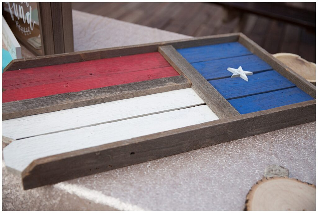Wedding detail of Texas flag sign-in board for outdoor Texas styled wedding at Fort Worth Country Memorial Wedding Venue photographed by Dallas wedding photographer Jenny Bui of Picture Bouquet Studio.